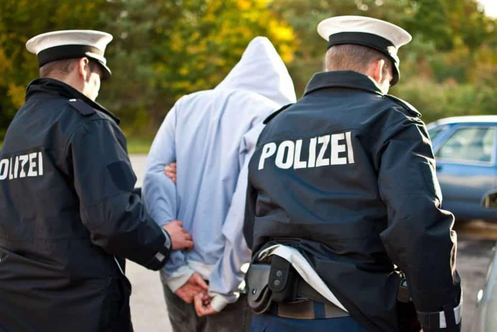 Polizei und Einbrecher